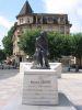 <i>A Michel Servel, Apôtre de la Libre Croyance. Né à Villeneuve d'Aragon le 29 septembre 1511, brûlé en effigie à Vienne par l'Inquisition Catholique le 17 juin 1553 et brûlé vif à Genève le 27 octobre 1553 à l'instigation de Calvin,</i>