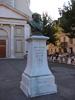 Buste de Moïse Vautier, devant l'église Ste-Croix